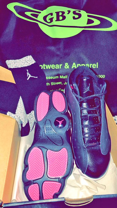 2 pic. Thanks to @gbny123 for sending me these brand new Jordan Retro 13's black/white and pink 💕🙏🏻 https://t
