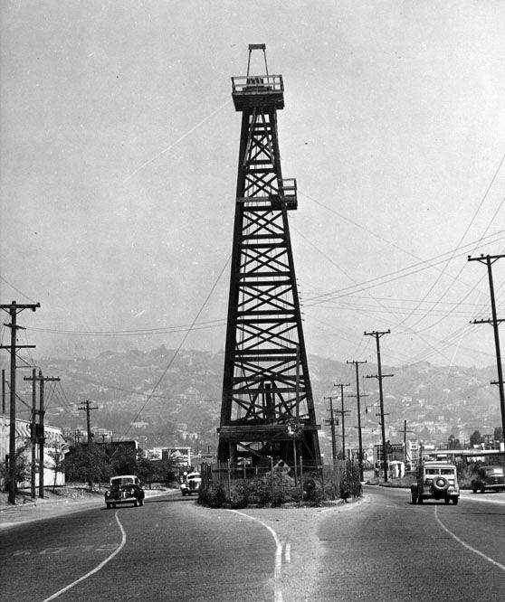 """""""Oil Island"""" in Los Angeles. #gasinfoservice #oilhistory https://t.co/RC8c31L9oN"""