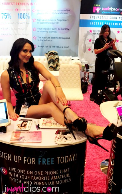 Thank you @Stella_Liberty for the love at the #iwantclipsbooth during #aee2017 ! #elegance https://t