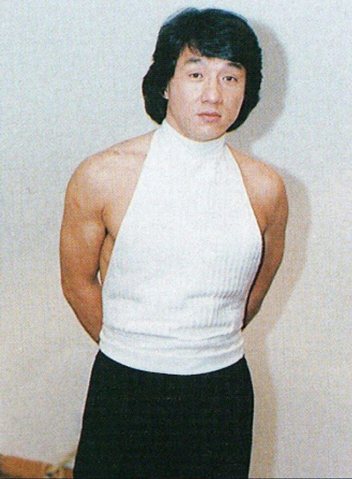 ぽくには童貞を殺すセーターを着たジャッキーが浦安鉄筋家族の大福星子(44)にしか見え見えるません。