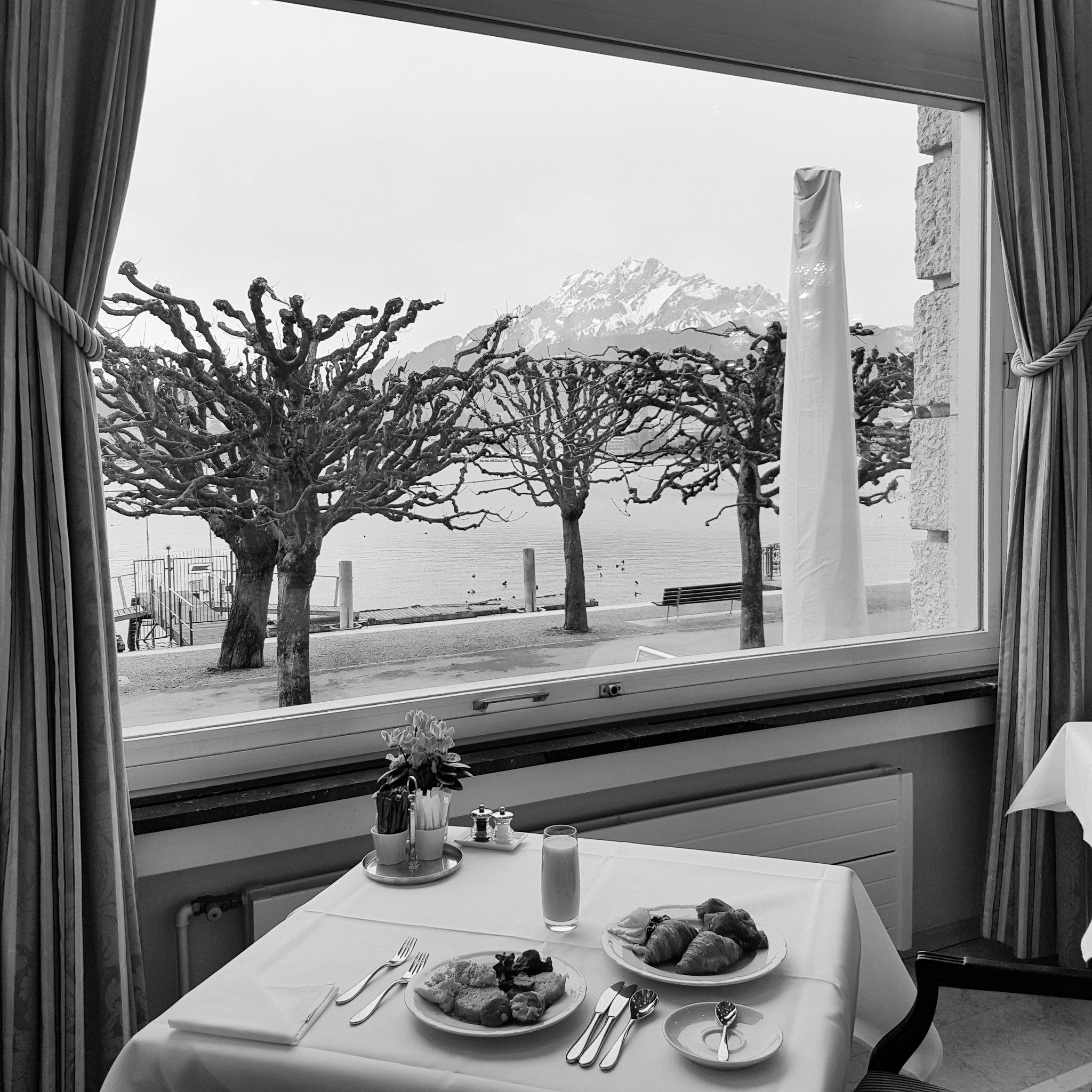 Feeling relaxed. View with Breakfast #Palace @I_love_Lucerne  @LuxuryGuideDE #InLoveWithSwitzerland https://t.co/Sn5JlvHiax