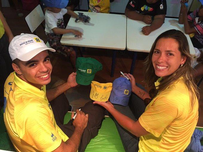 Tiveram autógrafos do Guto e da Lili. 👊🏻🏐E tbm teve muita alegria e emoção na APALA de Maceió! 💛💙 #AçãoSocial #TorcidaBrasil