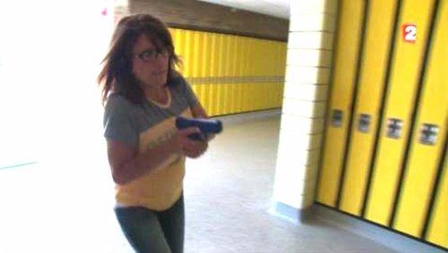 (Re)voir Profs : à l'école des #armes #USA #EnvoyeSpecial ⏭https://t.co/v2JEiW0zeF par @AutainK