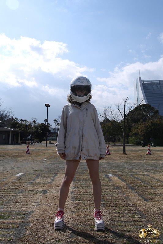 170217仮面女子:小島夕佳()at『カススク125』撮影より。色々なヘルメットを試着する中、「ばくおん!!」の来夢先