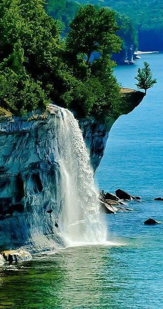 Spray Falls in the Pictured Rocks In Michigan https://t.co/woeylEc4pB