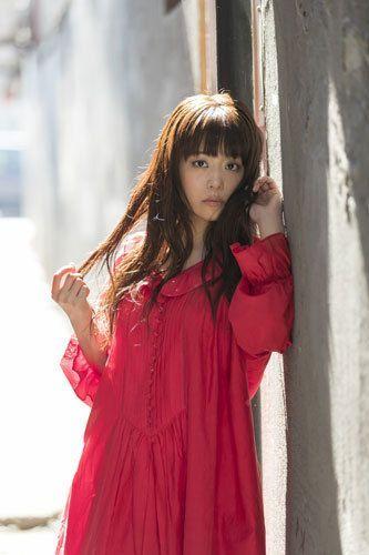 井口裕香のニューシングル「RE-ILLUSION」が、アニメ『ソード・オラトリア ダンジョンに出会いを求めるのは間違って