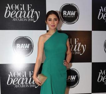 Pakistan bans hit Bollywood film starring Pakistani actress