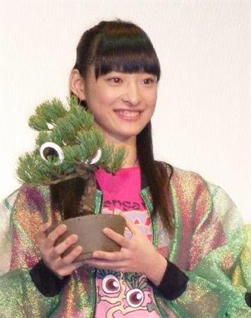 【訃報】「エビ中」松野莉奈さん死去 18歳 https://t.co/ttdfznKzIh  東京都内の自宅で療養していたが容体が急変し、この日午前5時ごろ、両親が119番通報し病院に救急搬送されたが、病院で死亡が確認されたという。