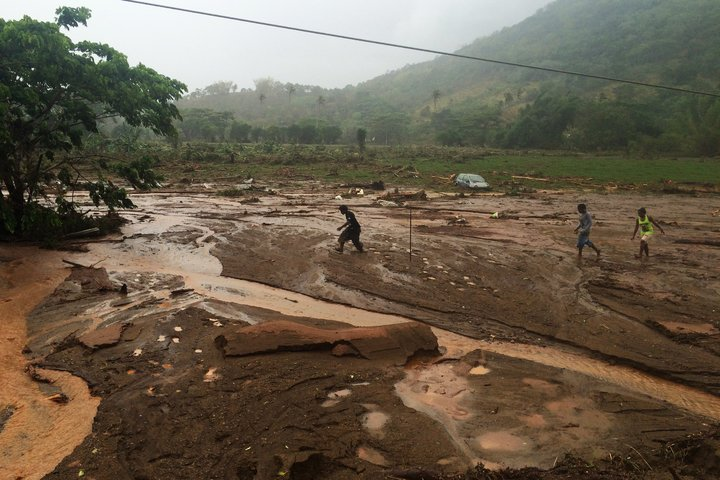 Heavy rain cuts roads in New Caledonia