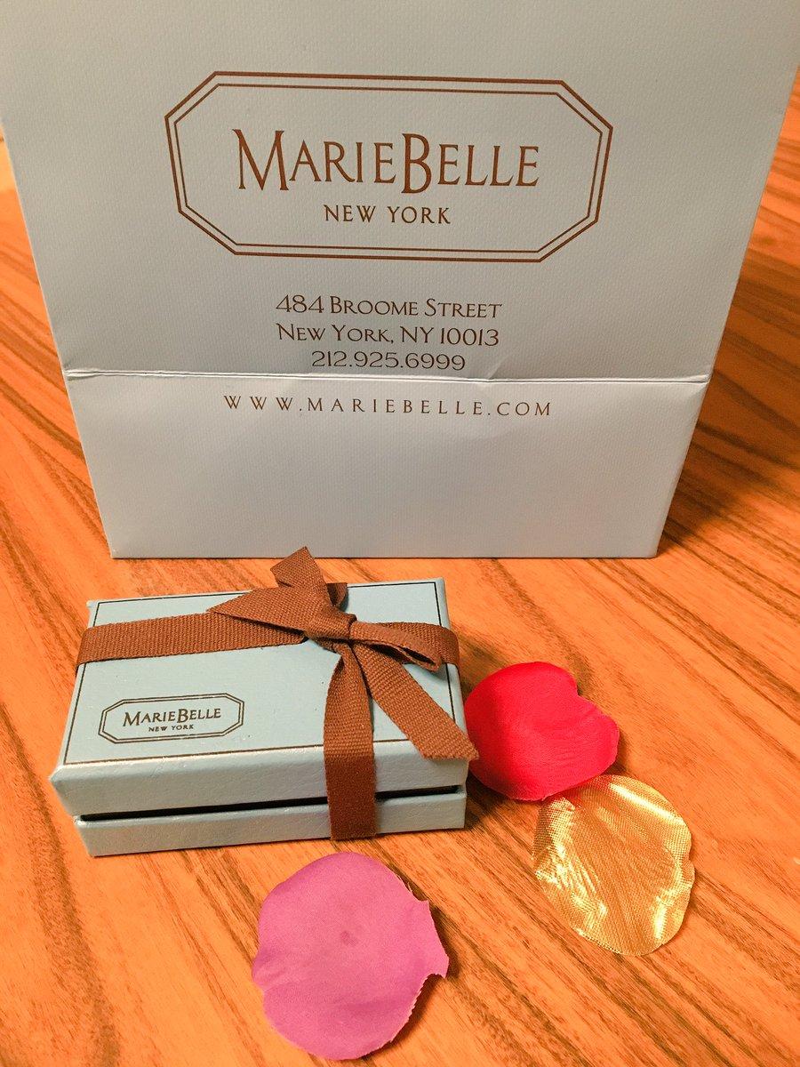 あとねささみさんにお勧めして貰ったチョコレート屋さんも行ってきた✨内装水色とか茶色ベースで凄い可愛かった…。シャンパンと