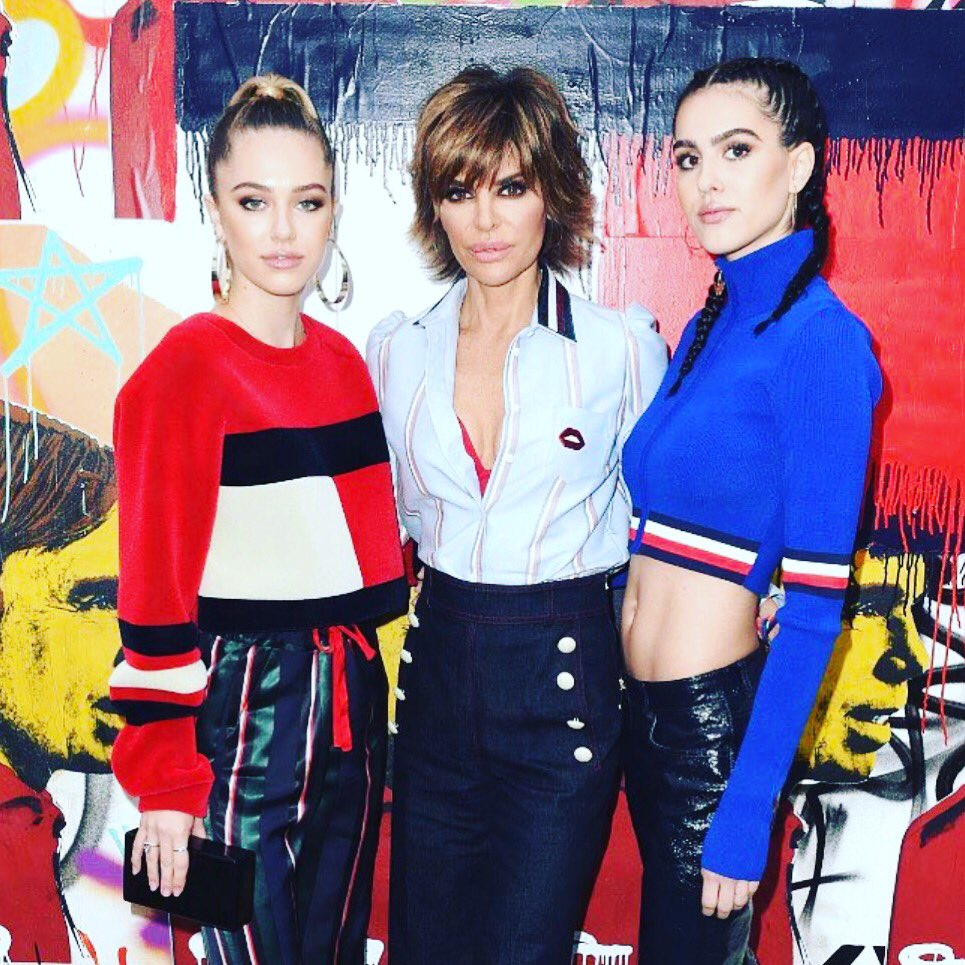 Girls Night Out! #TOMMYLAND ❤❤❤ https://t.co/lGdptrm15y
