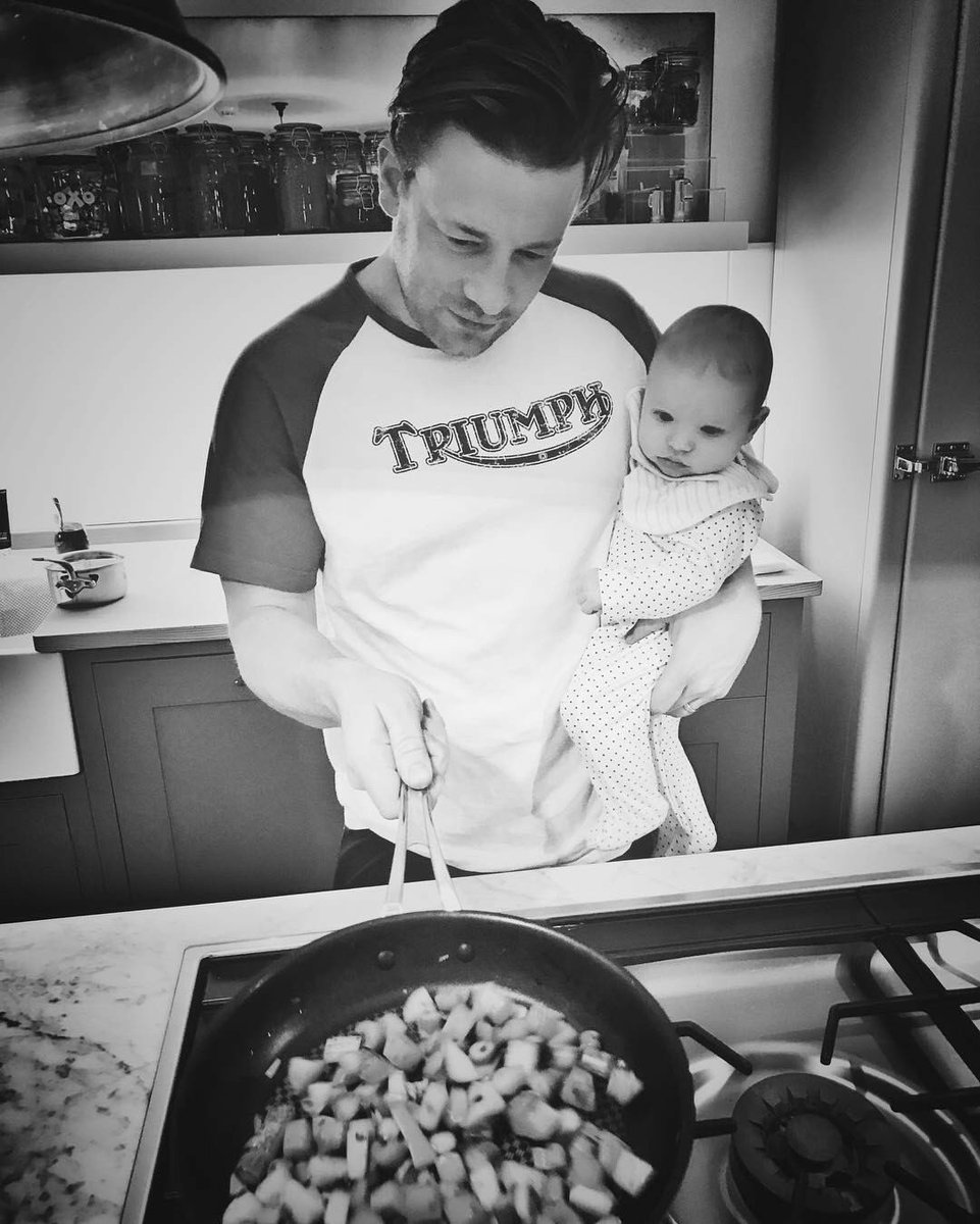 Gotta start them young!..... bless baby River he's  so fascinated by the cooking. https://t.co/pKjUbcvI6H
