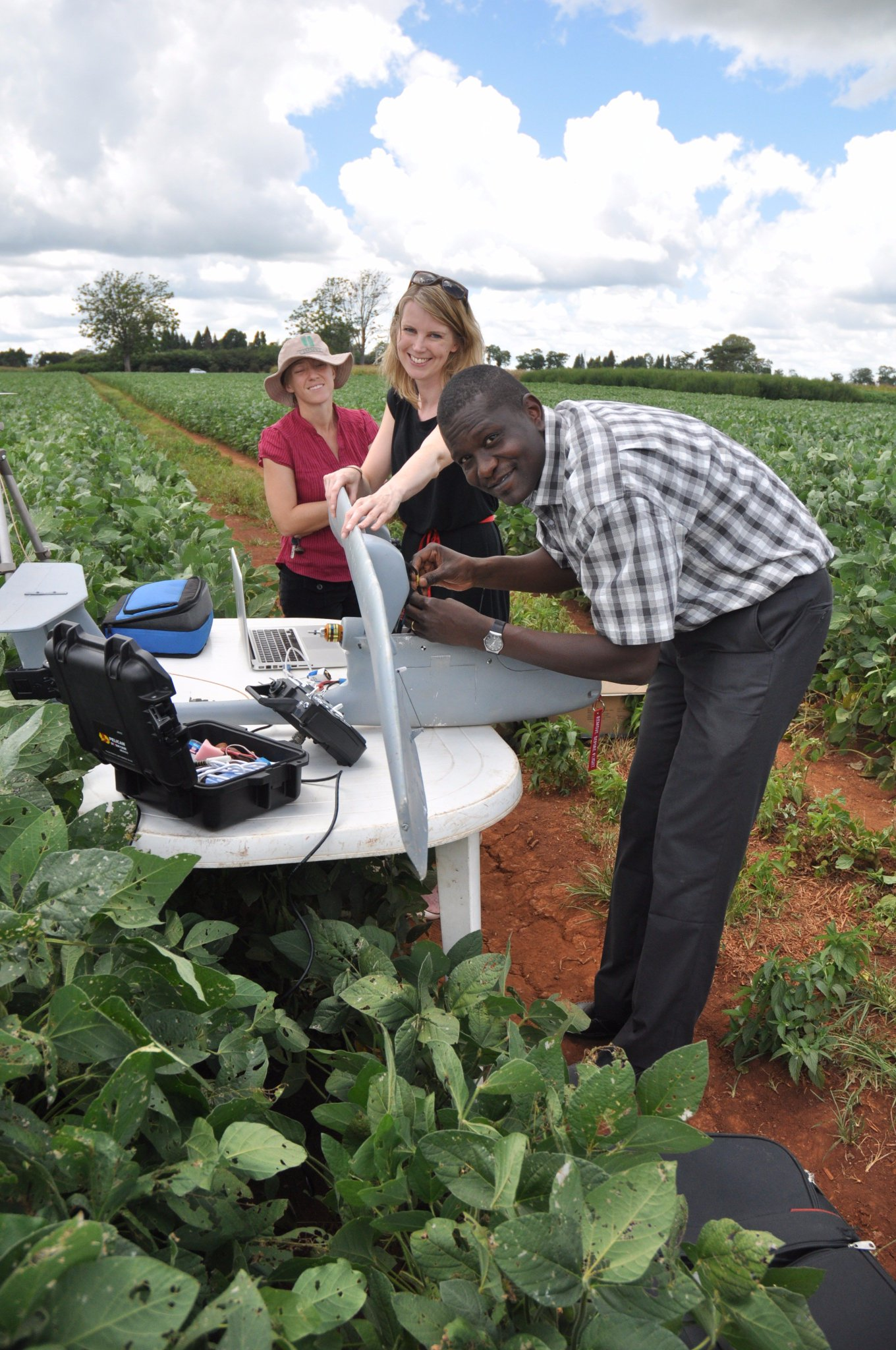 I'm an #actuallivingscientist using new phenotyping tools to develop maize with improved stress tolerance in #Zimbabwe @CIMMYT https://t.co/p22TbwSr7y