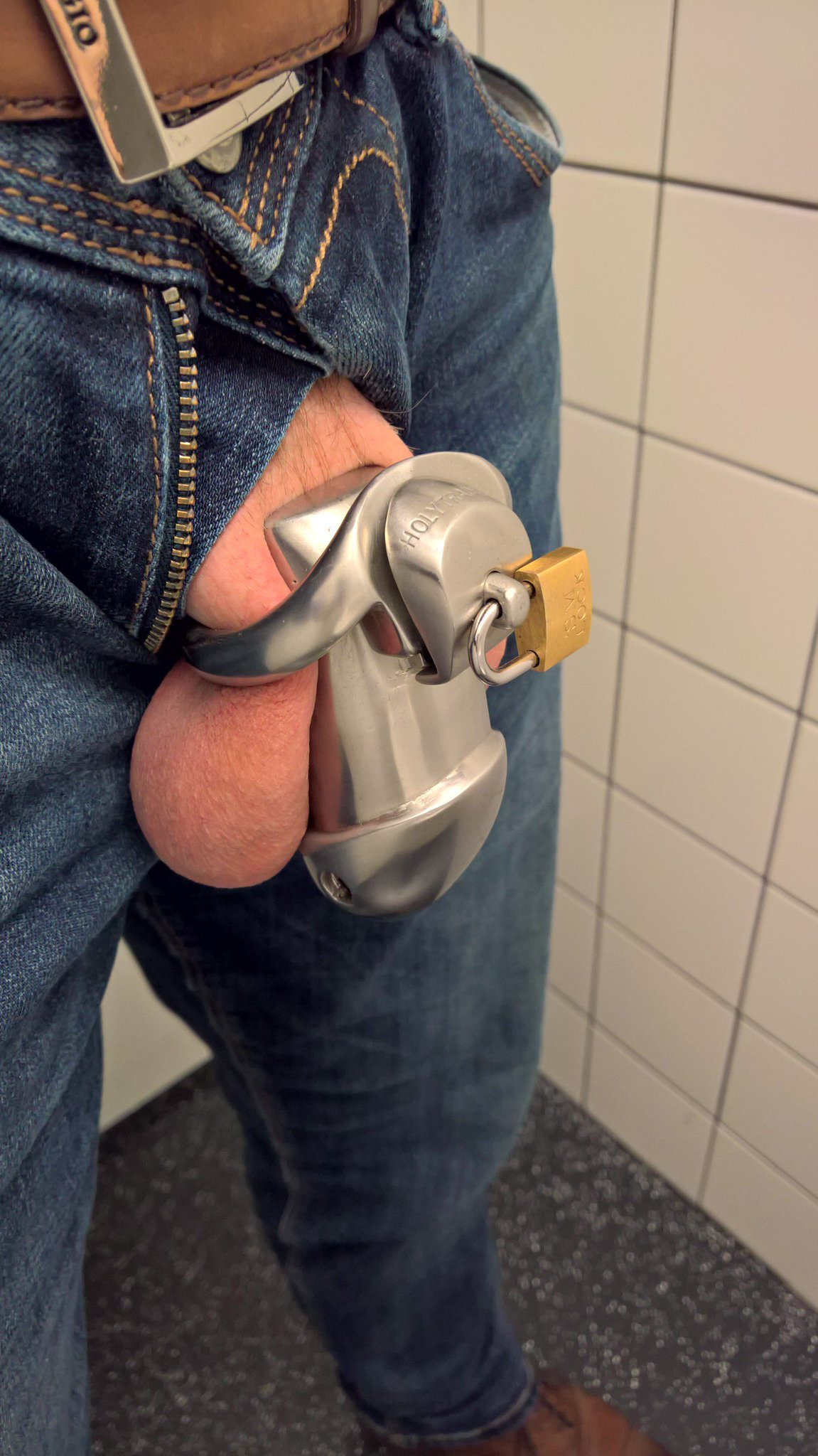 Hmmm wouldn't it be awesome to be able to just walk out of the toilet and back to my desk like this? #public #chastity RT if you like it! https://t.co/XpTFf3gUKg