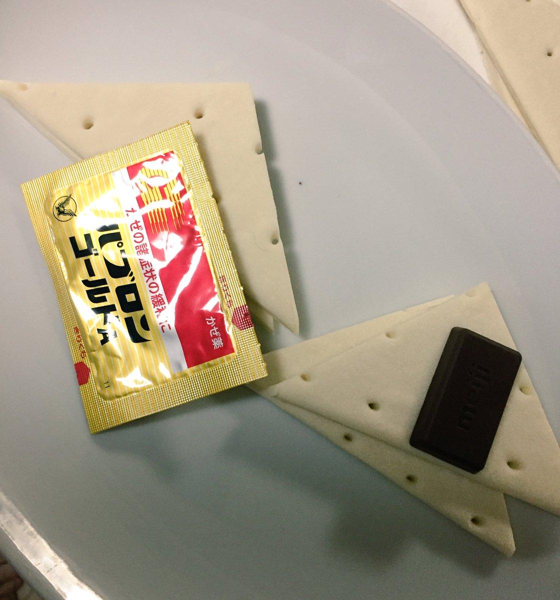 クラスメイトの皆さんの為にチョコパイとパブロンパイ作ってる https://t.co/5FdBHaTRGG