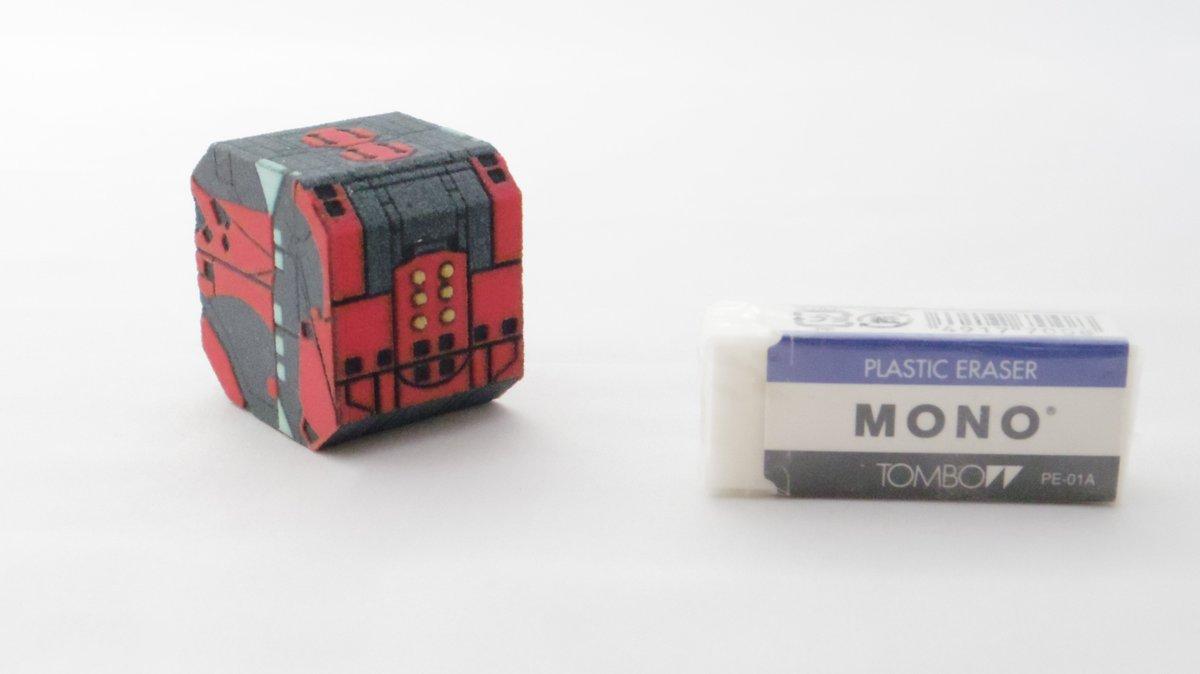 さきほど告知したマーブル商館(卓番5-03-14)の新作・キューブの完成品(2000円)とペーパクラフトキット(200円