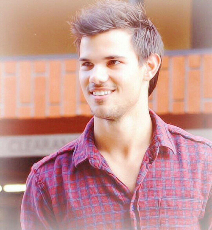 Happy birthday Taylor Lautner..... I\m so glad to wish your birthday.