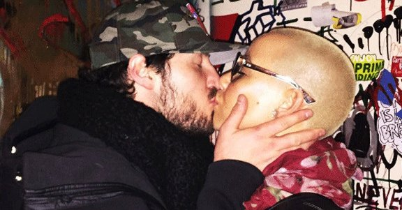 Amber Rose and Val Chmerkovskiy have officially called it quits.