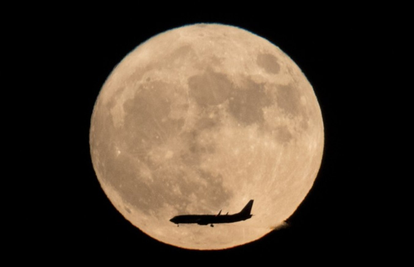 WATCH LIVE: Lunar eclipse, rare comet and full 'Snow' moon Friday https://t.co/yLDBxf5HAm https://t.co/N5yI2wV6SM