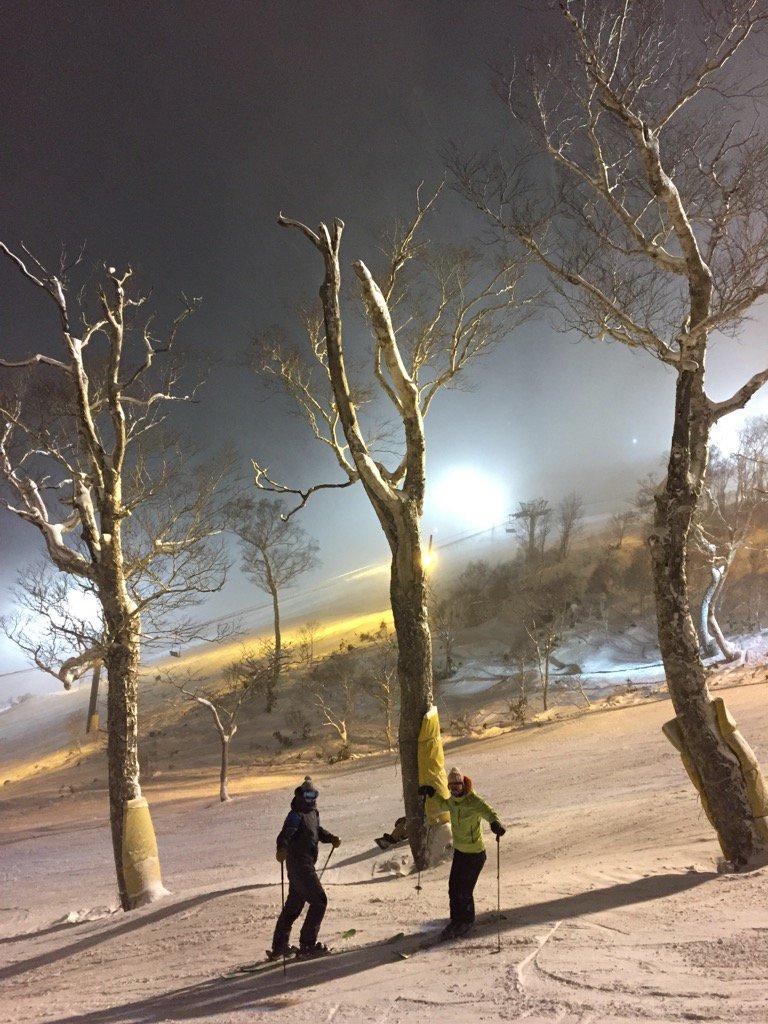 Night skiing in Niseko, Japan with @SteepSkiing @mmuric @lyndski https://t.co/zndWmwFwNQ