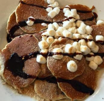 You could always go for #SmoresPancakes! #LandmarkDiner https://t.co/DaUjCZiboQ