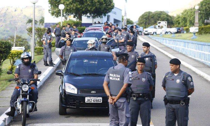 Resultado de imagem para foto Governo do Espírito Santo acusa 703 PMs amotinados por crime militar