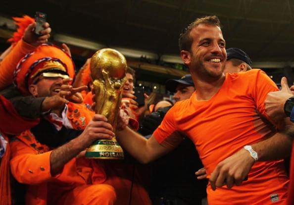 Happy Birthday to Rafael van der Vaart, who turns 34 today! What a player.