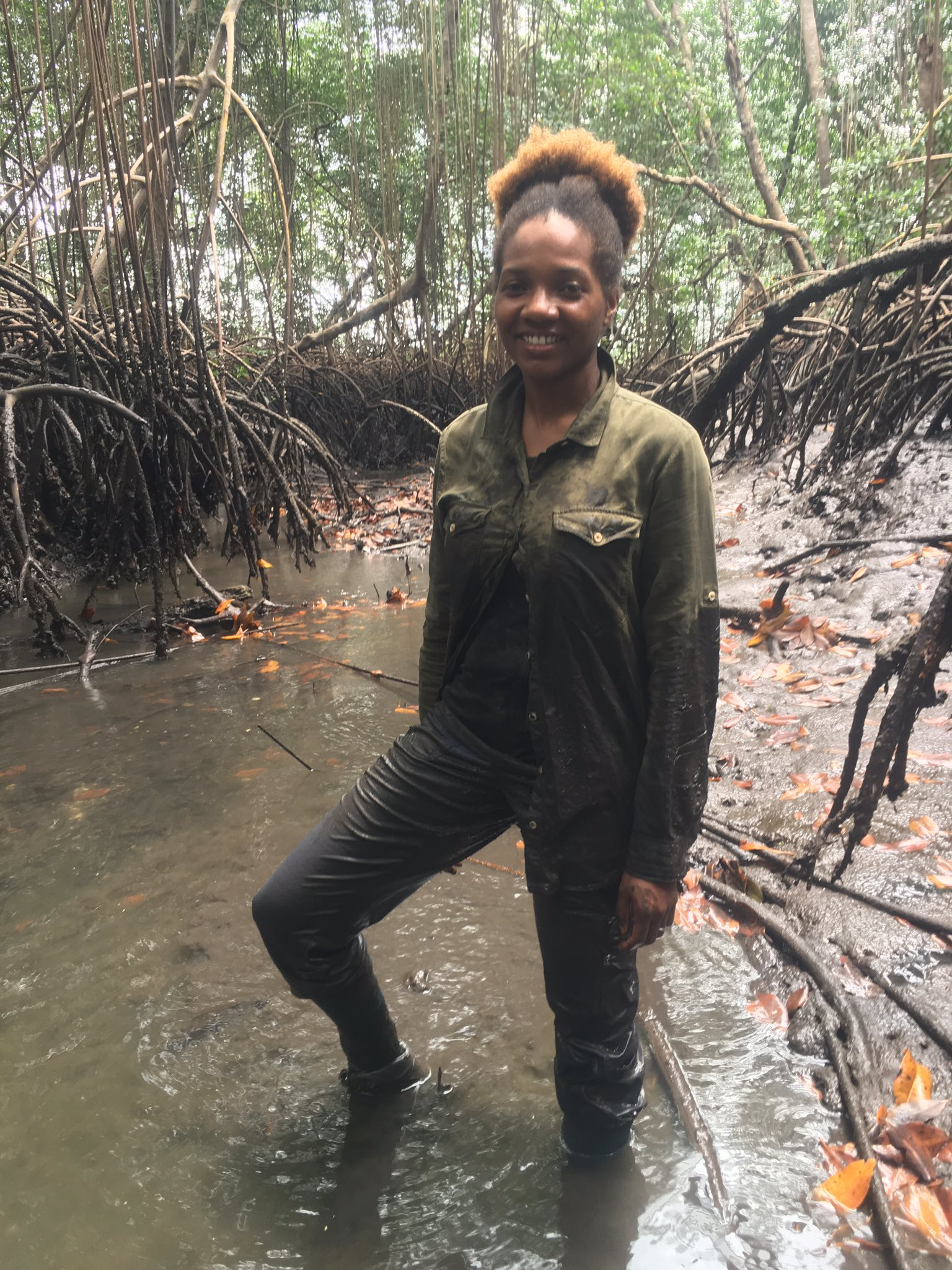 I am an #actuallivingscientist #womaninscience and #WoCinSTEM is how I #DressLikeAWoman when studying mangrove ecosystems and Carbon Stocks https://t.co/RnT3WdGYZt