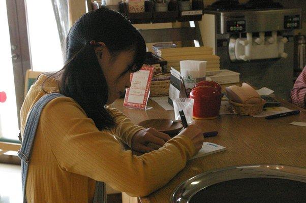 おはようございます。本日10:00~15:00の間、りんごの家喫茶コーナーにて、ふらいんぐうぃっちに登場する「倉本千夏」