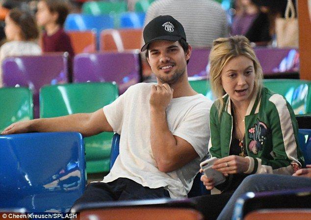 Billie Lourd Wishes Boyfriend Taylor Lautner A Happy Birthday OnInstagram!