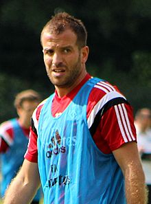 A happy dapper 34th birthday to Rafael van der Vaart!