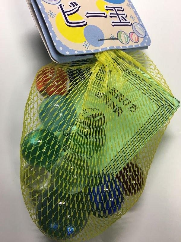 ビーダマンの飾りつけで中に入れるビー玉を100円ショップで買ってきたら、大きさバラバラ、ジャイアントボムまで入ってました