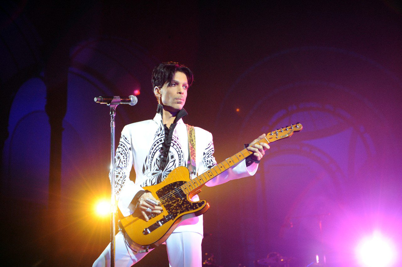 Prince's classic catalogue is now available on Spotify and other streaming services: https://t.co/EgaEMOXFfV https://t.co/Tb42iM8oFe