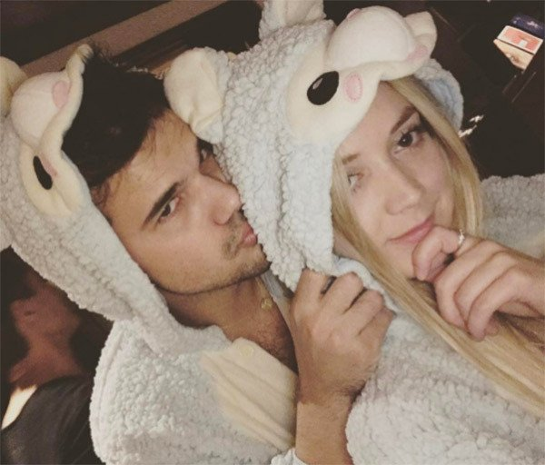 Billie Lourd Wishes Taylor Lautner Happy Birfday In Matching Onesies See Adorable Pic!