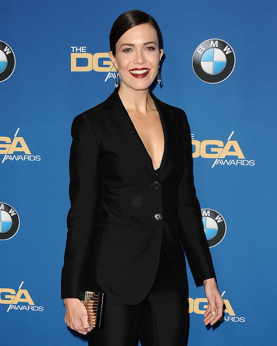To the Directors Guild of America Awards, @themandymoore wore a #FerragamoSS17 pantsuit. https://t.co/N96ZhtwsLn