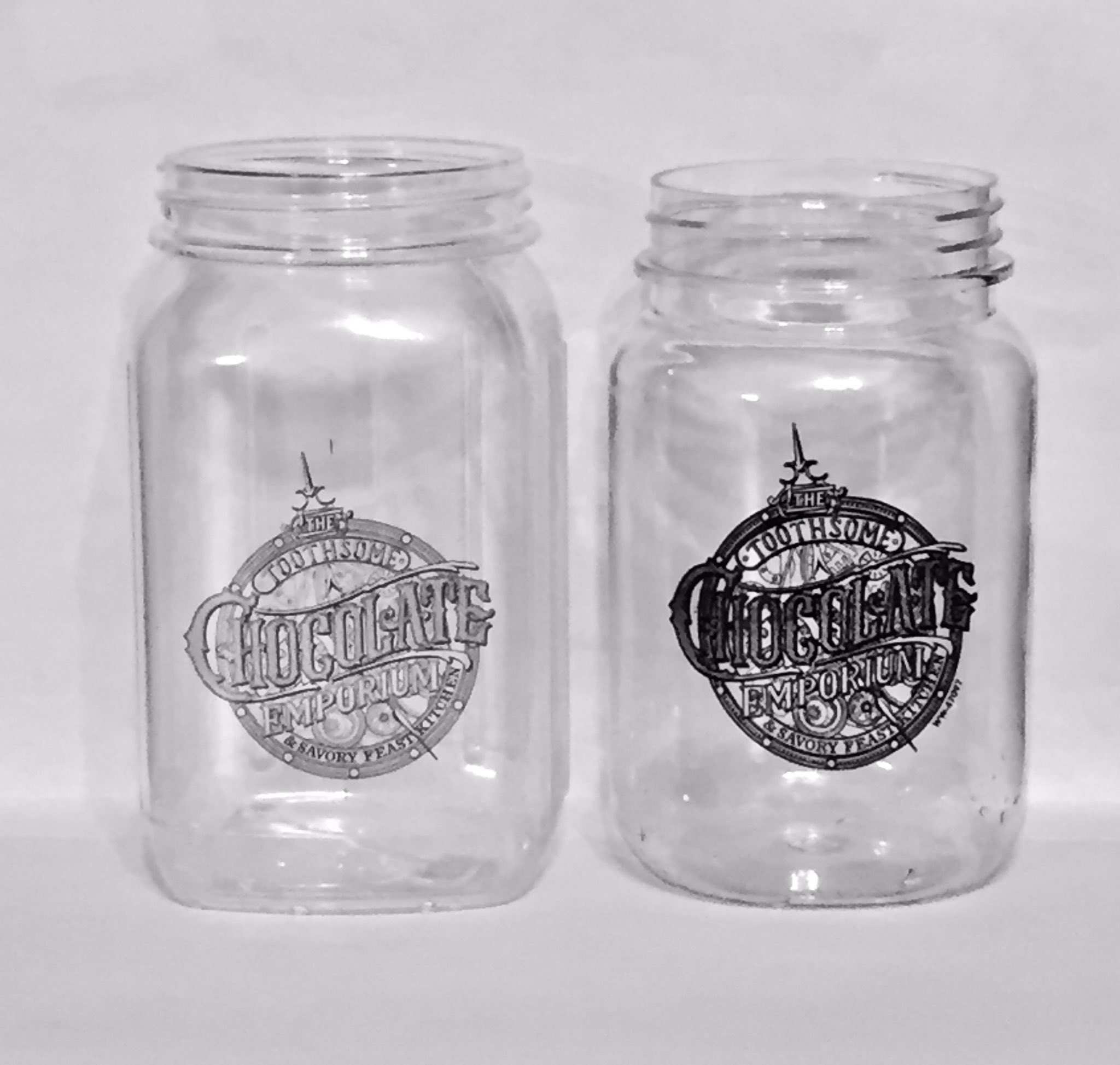 #UniversalOrlando has modified their Toothsome shake jars in the last month. They now hold 23.5 oz. versus 28 oz. (16% reduction in volume) https://t.co/XtoPwTb58a