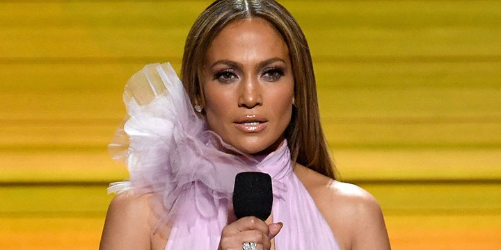 Jennifer Lopez still isn't over that infamous Versace GRAMMYs dress either via @peoplestyle