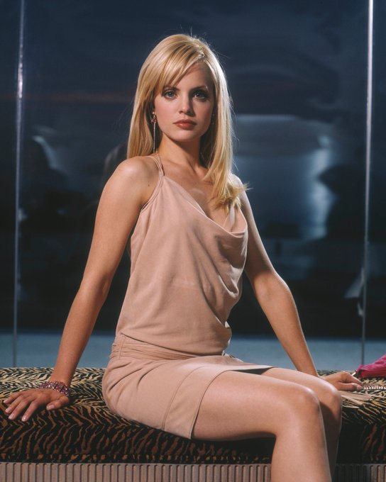 Happy Birthday to Mena Suvari, who turns 38 today!