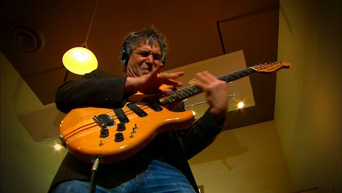 Happy Birthday Today 2/14 to former Heart guitar great Roger Fisher.  Rock ON!
