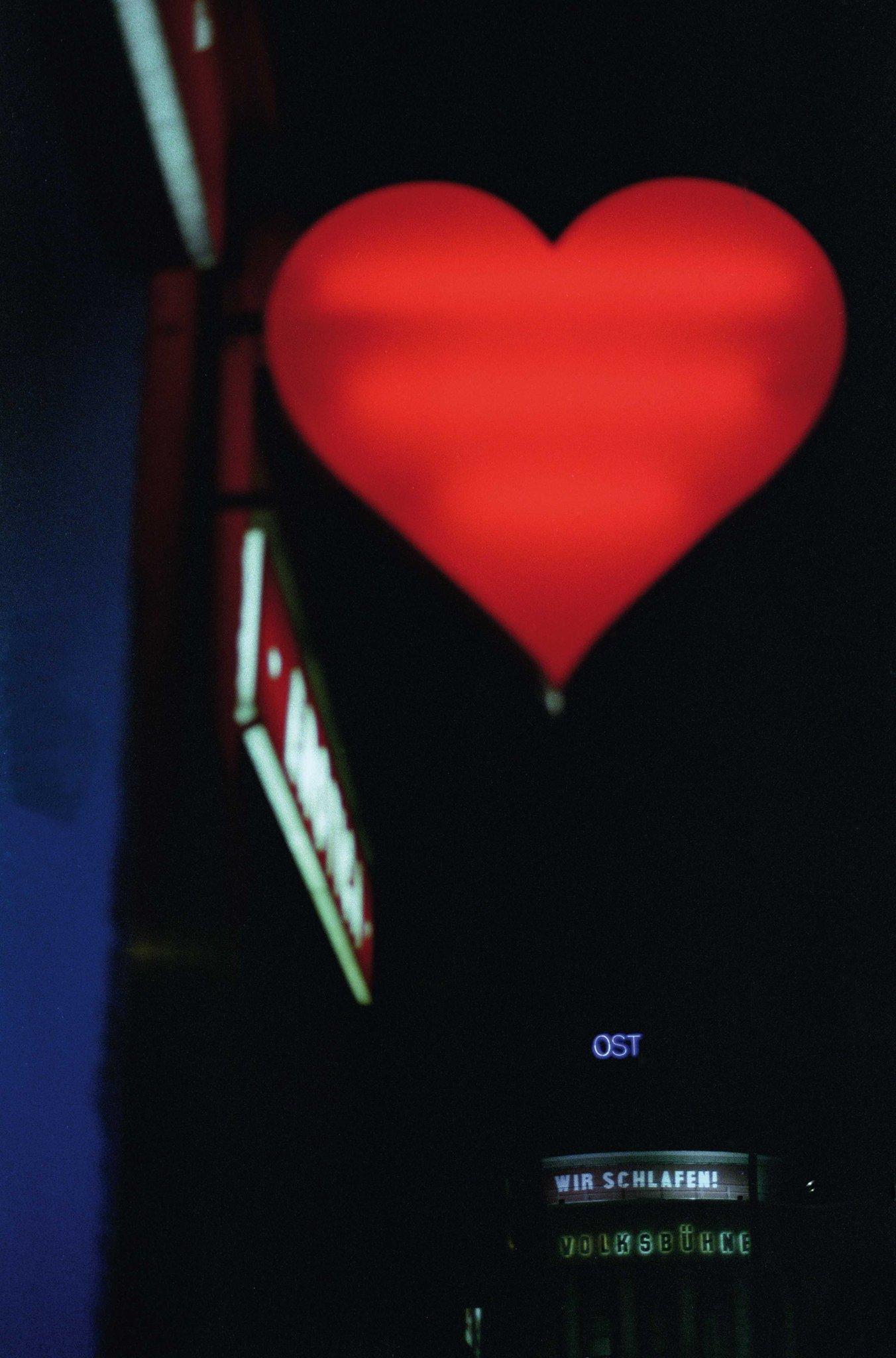 """Joyeuse Saint-Valentin ! A lire, """"Milo, ma Vénus"""" dans Polka #37, bientôt en kiosques. © Nicolas Comment, Courtesy Polka Galerie. https://t.co/yiJarCvgjh"""