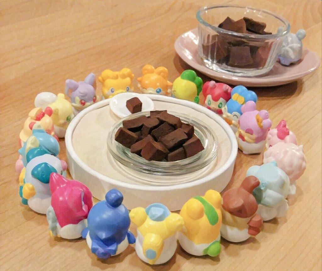 ここたまの皆にもチョコ生マシュマロを作ってあげました💝たま仙人は人間用の大きいのをねらってらっしゃる…#cocotama
