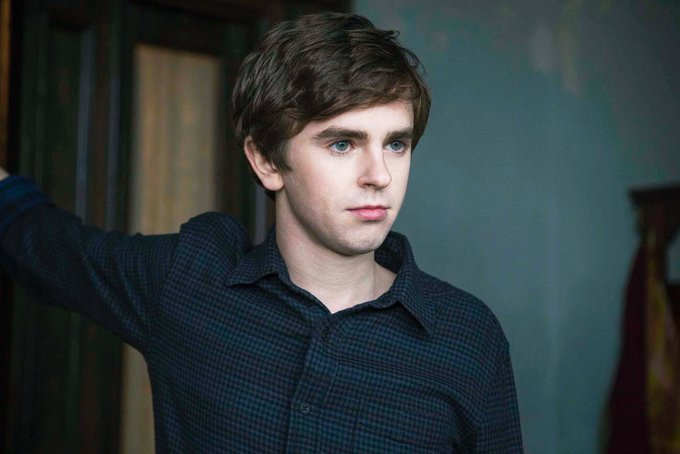 Happy birthday to Freddie Highmore from México.