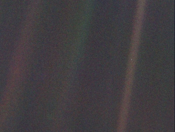 On this day, 27 years ago, Earth became a mere 'mote of dust in a sunbeam' https://t.co/4Df2T9zIb8 #PaleBlueDot https://t.co/tvG8hjSaB9