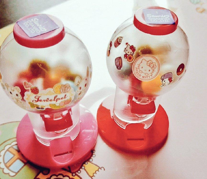DAISOに売ってたガチャ風お菓子、キティちゃんとジュエルペット購入!( ´ ω ` )中身をお菓子っぽいビーズに変えて