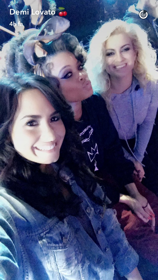 Demi da Snapchat #Lovatics #BestFanArmy #iHeartAwards https://t.co/mY9Z9UFw38