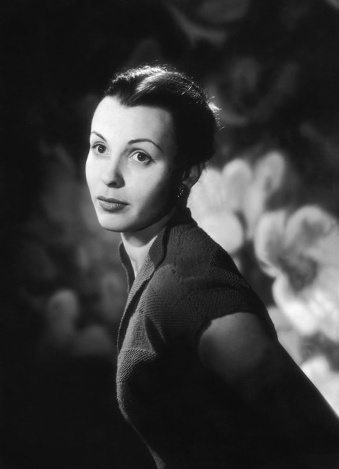 Happy 86th Birthday to actress Claire Bloom (1931)!