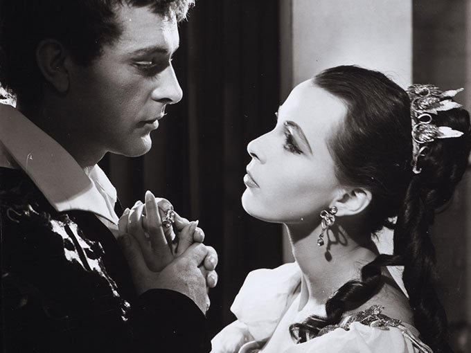 Happy birthday to Claire Bloom, here in HAMLET w/ Richard Burton, 1953. Pic via