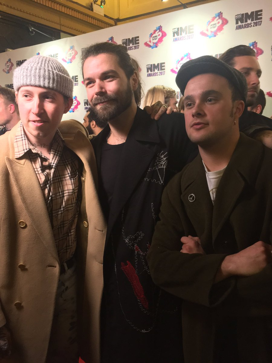 .@BiffyClyro's Simon Neil and @Slaves. Supergroup anyone? #VO5NMEAwards