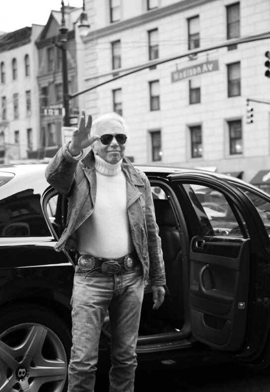 Ralph Lauren arrives at 888 Madison Avenue for the final walk-through before tonight's show. #RLRunway https://t.co/IeYB4A1bD7