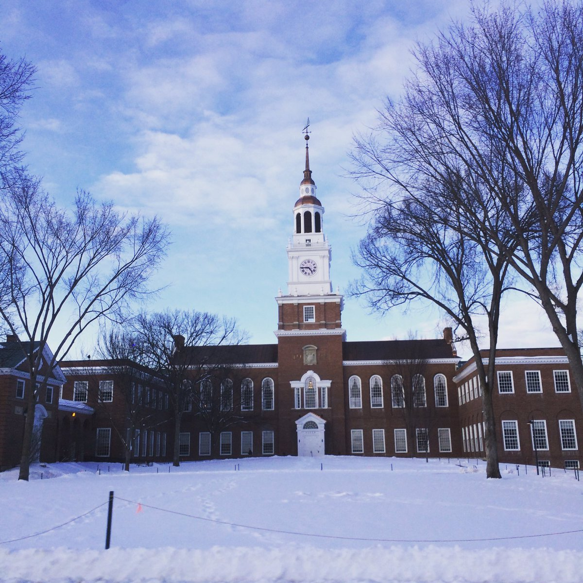 RT @nicolaruth1: Some snaps from @dartmouth looking lovely in the snow ❄️☃️ https://t.co/AHKsnObXpU